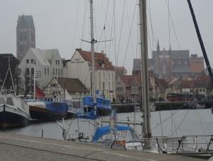 rechts: St. Georgen, links: Turm von St. Marien